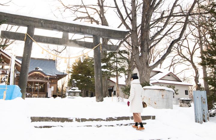 相馬神社に立ち寄る石川さん
